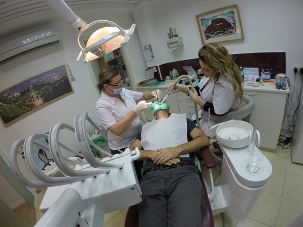 מרפאה של דר אבישי רייזנר בזמן טיפול